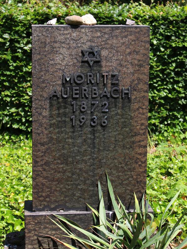 Grabstein mit der Aufschrift Moritz Auerbach. 1872 1936. Über dem Namen ein Davidstern.
