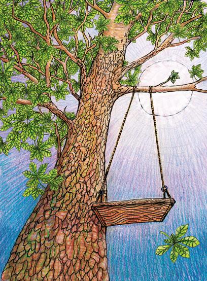 Blick von unten auf einen großen Baum herauf, an einem Ast hängt eine Holzschaukel. Hinter dem Ast strahlt die Sonne am blauen Himmel.